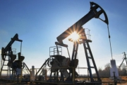 Страны ОПЕК+ договорились дополнительно сократить добычу нефти