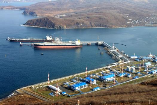 Экспорт российской нефти в дальнее зарубежье морским транспортом вырос в январе-июне на 18,4%